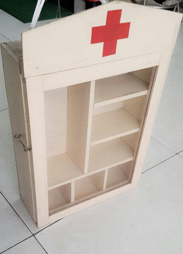 Tủ thuốc bằng gỗ